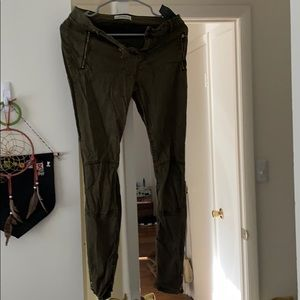 Green zippers jeans